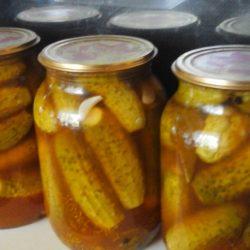 Огурцы с кетчупом чили на зиму в литровых банках